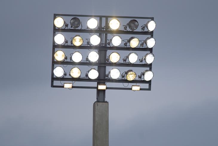 Ohne ein verlässlich funktionierendes Flutlicht ist kein geregelter Trainings- oder Spielbetrieb möglich. (Foto: Oliver Baumgart)