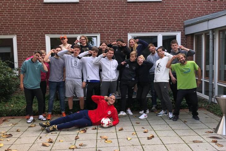 Ein Gruppenbild muss natürlich auch sein. Das sind die FSJ-ler, die über die Bremer Sportjugend in ganz Bremen vermittelt sind. (Foto: privat)