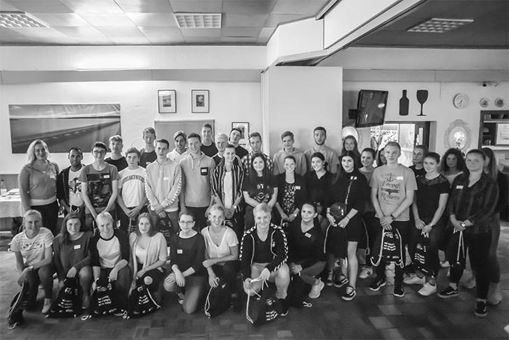 Alle FSJ-ler aus dem Sport im Gruppenfoto. (Foto: LSB)