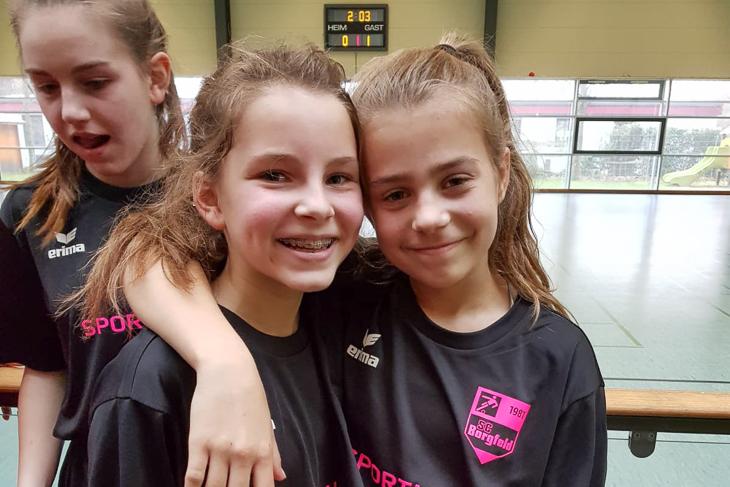 Amelie (l.) und Jessica hatten ihren Spaß beim Turnier. (Foto: privat)