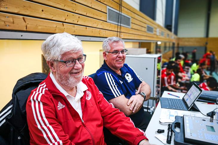 Auch die Turnierleitung hatte Spaß: Horst Diestelkamp (vorne) und Udo Krüger (dahinter). (Foto: privat)