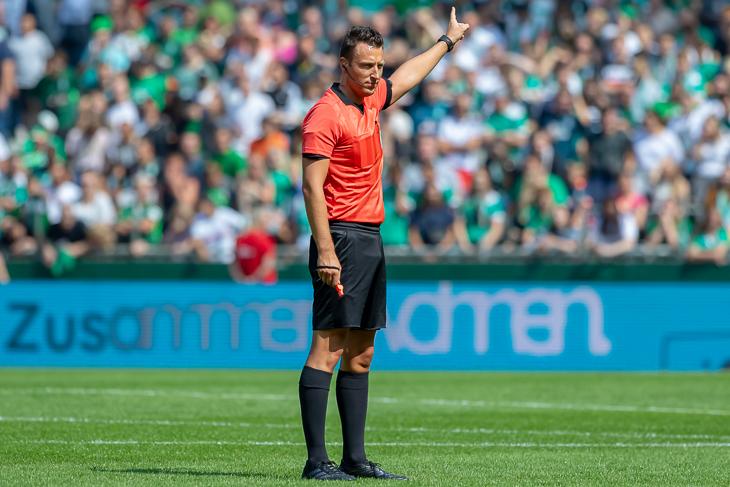 Er hat es geschafft: Sven Jablonski vom Blumenthaler SV ist Bundesligaschiedsrichter, hat aber natürlich auch mal klein angefangen. (Foto: Oliver Baumgart)