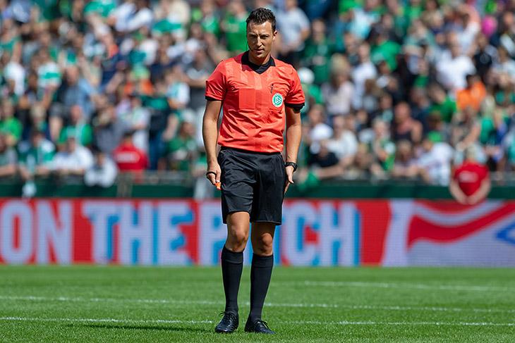 Auch BFV-Bundesligaschiedsrichter Sven Jablonski muss die Regelanpassungen umsetzen. (Foto: Oliver Baumgart)