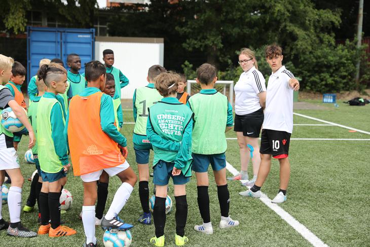 Die Junior-Coaches geben die Anweisungen. (Foto: Fred Michalsky)