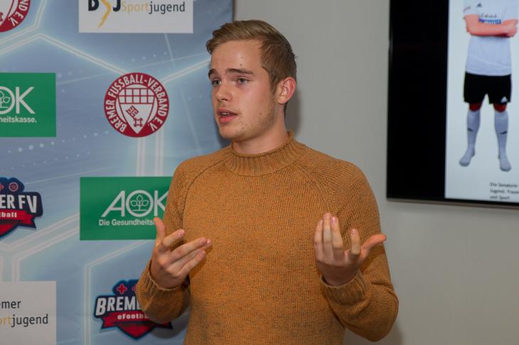 Führungsspieler Jan Dahremöller vom JFV Weyhe-Stuhr erläuterte die Entstehung des Projektes. (Foto: Oliver Baumgart)