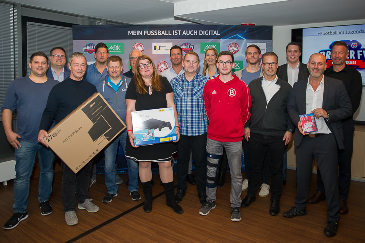 Neun Vereine freuten sich über das Starterpaket, das Ihnen überreicht wurde. (Foto: Oliver Baumgart)