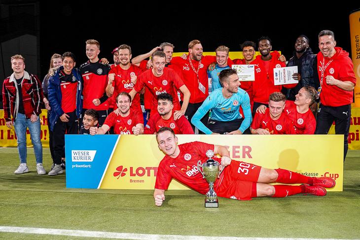 Sieger des LOTTO-Masters um den Sparkasse Bremen-Cup: Der FC Oberneuland. (Foto: Sven Peter/spfoto.de)