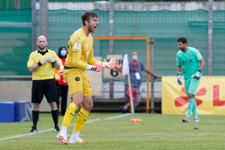 FCO-Keeper Jonas Horsch parierte gleich drei Elfmeter. (Foto: Sven Peter - spfoto.de)