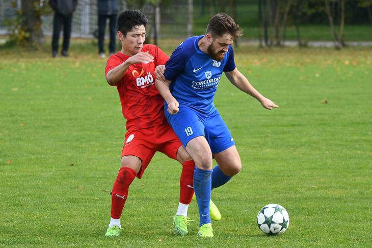 Karam Han und der FC Oberneuland hatten bei Philip Ruholl und einem gut eingestellten SVGO Bremen kein leichtes Spiel. (Foto: Jennifer Holzkamm)
