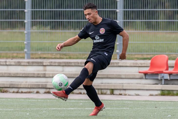 Jerome Weinlich musste sich mit dem ESC Geestemünde beim FC Huchting geschlagen geben. (Foto: Oliver Baumgart)