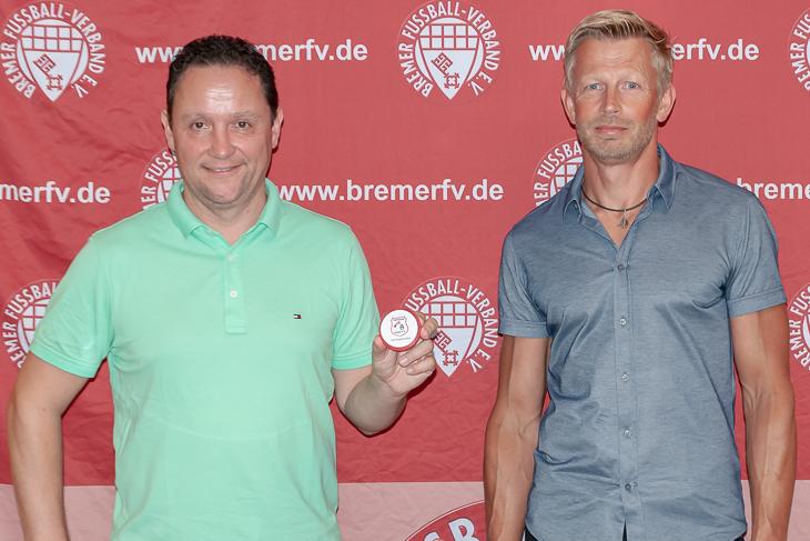 BFV-Vizepräsident Holger Franz und LSB-Präsident Andreas Vroom (v.l.) freuen sich auf eine spannende Pokalsaison. (Foto: Oliver Baumgart)