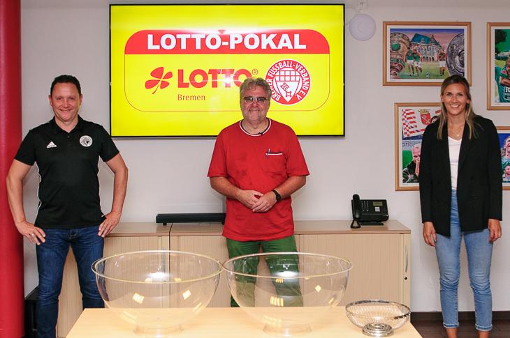 Holger Franz (Vizepräsident), Christian Stoll und Sarah Kettler von LOTTO-Pokal (v.l.) blicken auf eine spannende Auslosung zurück (Foto: Oliver Baumgart)