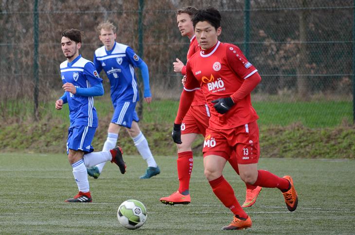 Oberneulands Karam Han treibt den Ball voran. (Foto: Olaf Lücke)