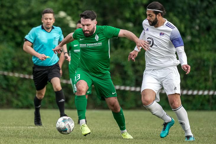 Muhammed Kaya und Tura Bremen (l.) mussten sich dem Brinkumer SV mit Esin Dmirkapi geschlagen geben. (Foto: Sven Peter - SPFoto.de)