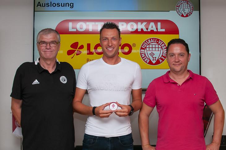 Spielausschussvorsitzender Jens Peters, Sven Jablonski und BFV-Vizepräsident Holger Franz (v.l.) freuen sich auf eine spannende Pokalsaison. (Foto: Oliver Baumgart)