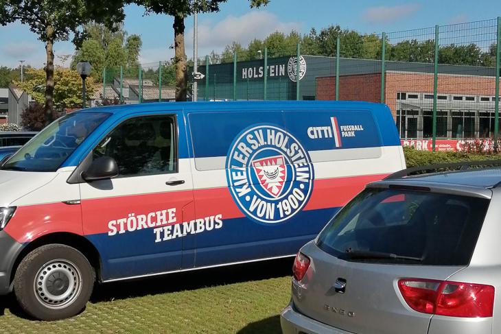 Die Jungs durften sich mal bei Holstein Kiel umschauen. (Foto: privat)