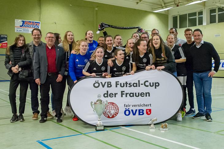 Jubel beim TuS Schwachhausen über den Turniersieg. (Foto: Oliver Baumgart)