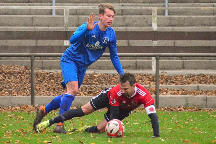 Keine Tore im Spitzenspiel: Der Bremer SV und der TuS Schwachhausen teilen sich die Punkte. (Foto: Olaf Lücke)