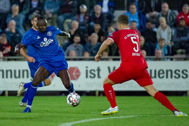 Im Hinspiel hatten Vafing Jabateh (l.) und der Bremer SV die Nase vorn. Doch die Karten sind vor dem Rückspiel völlig neu gemischt. (Foto: Oliver Baumgart)