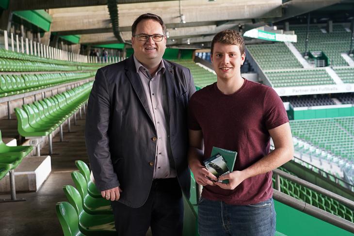 Torben Durin (rechts) und BFV-Prsäident Björn Fecker (links) ebenfalls im Weser-Stadion. (Foto: David Dischinger)