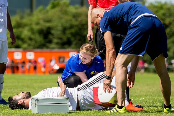 Verletzungen gehören auch im Fußball leider dazu. (Foto: dgphoto.de)