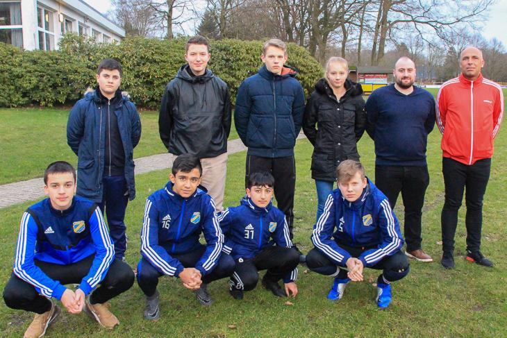 Die Absolventen des Lehrgangs mit dem Leiter ihrer Sportgruppe, Siegfried Köneke (h.r.). (Foto: Oliver Baumgart)