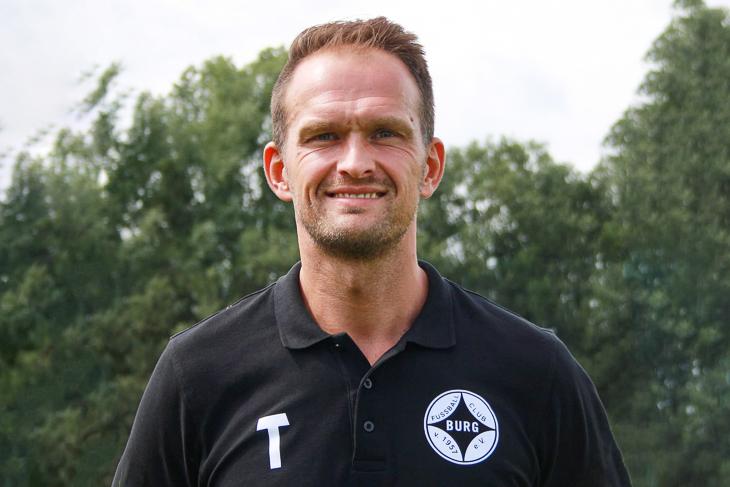 Trainer Sascha Steinbusch schaffte mit Burg in der vergangenen Saison den direkten Wiederaufstieg in die Bezirksliga. Nun war sein Team vor einem Durchmarsch in die Landesliga. (Foto: Verein)