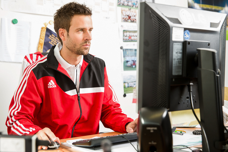 Teile der Trainerausbildung werden beim Blended Learning am Computer absolviert. (Foto: Bongarts/Getty Images)