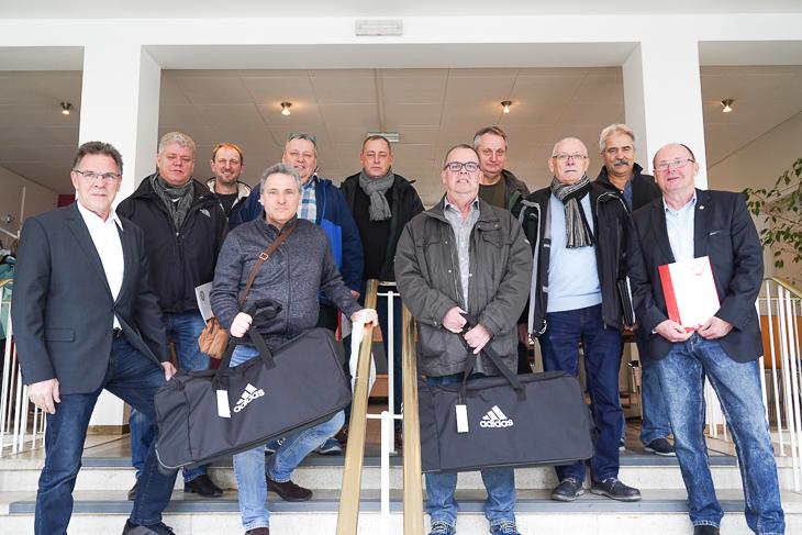 Und die Bremerhavener zusammen mit BFV-Vizepräsident Michael Grell. (Foto: David Dischinger)