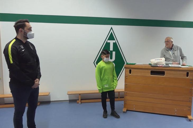 Tura Bremen zog im Rahmen ihrer Möglichkeiten selbst eine Ehrung für ihre Helden durch. (Foto: Tura Bremen)
