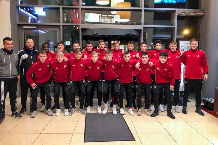 Die BFV-U16-Landesauswahl im Teamhotel in Regensburg. (Foto: privat)