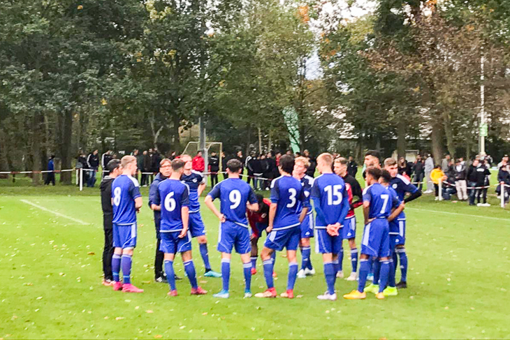 Teambesprechung bei der Bremer U 18-Auswahl. (Foto: Marc Tietjen)