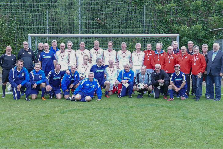 Die Finalisten trafen sich nach dem Spiel zum gemeinsamen Mannschaftsfoto. (Foto: privat)