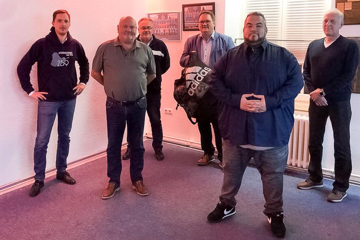 BFV-Präsident Björn Fecker (3.v.r.) besuchte zum zweiten Mal seinen Heimatverein zum Vereinsdialog. (Foto: Gero Groenhoff)