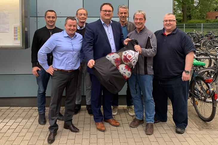BFV-Präsident Björn Fecker (m.) traf sich mit dem Vorstand des FC Union 60 zum Vereinsdiaolog. Foto ist für redaktionelle Zwecke honorarfrei. Kein Model Release. Bildnachweis beachten!