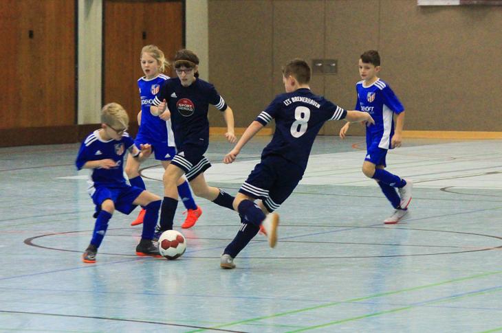 Geschossen wurde aus allen Lagen. Allein das E-Junioren-Turnier beglückte die Zuschauer mit 62 Toren.