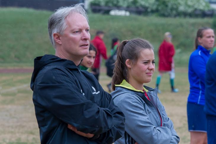 Thorsten Westenberger und Joanna Wolf (v.l.) betreuen die BFV-Auswahl in Duisburg. (Foto: Oliver Baumgart)
